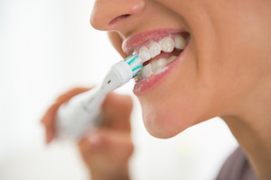 Brushing brusquely causes tooth sensitivity