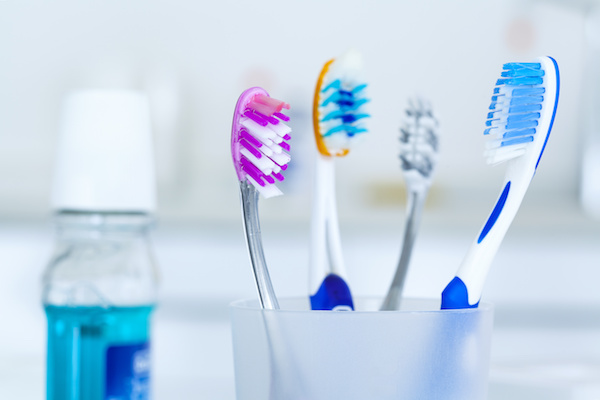 Brushing your teeth before or after breakfast. Which is more effective?